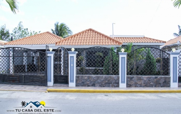 En Venta Hermosa Casa en Residencial Naime (San Pedro)