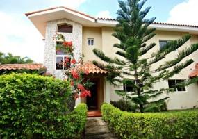En Venta Villa en Las Bugambilias Metro Country Club