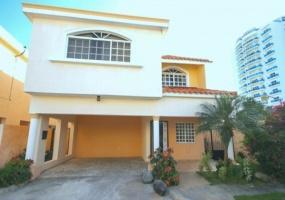 En Venta Villa en Residencial Ocean Breeze - Juan Dolio