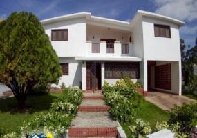 En Venta Hermosa Casa en Residencial Las Piedras en La Romana